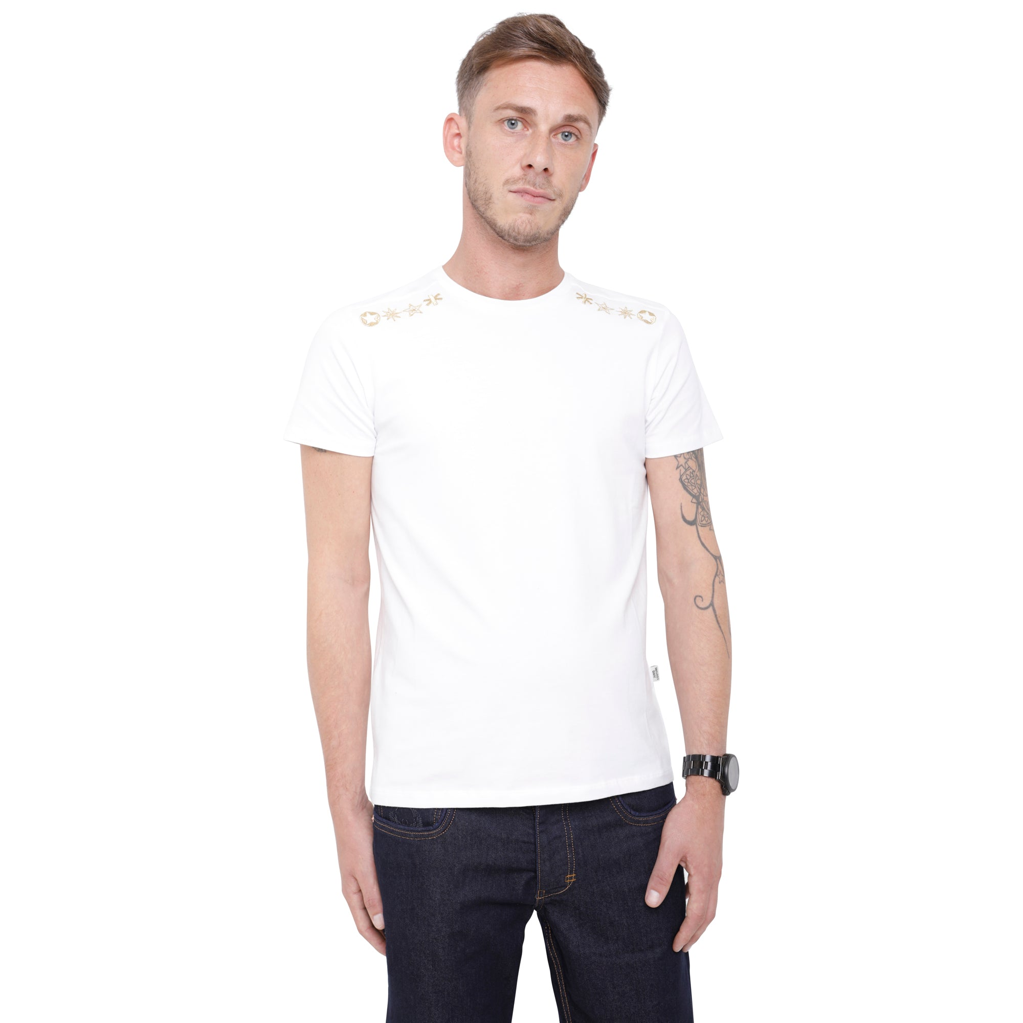 Style: Qebi 92 White Luxury Crew Neck T-Shirt - Junq Couture
