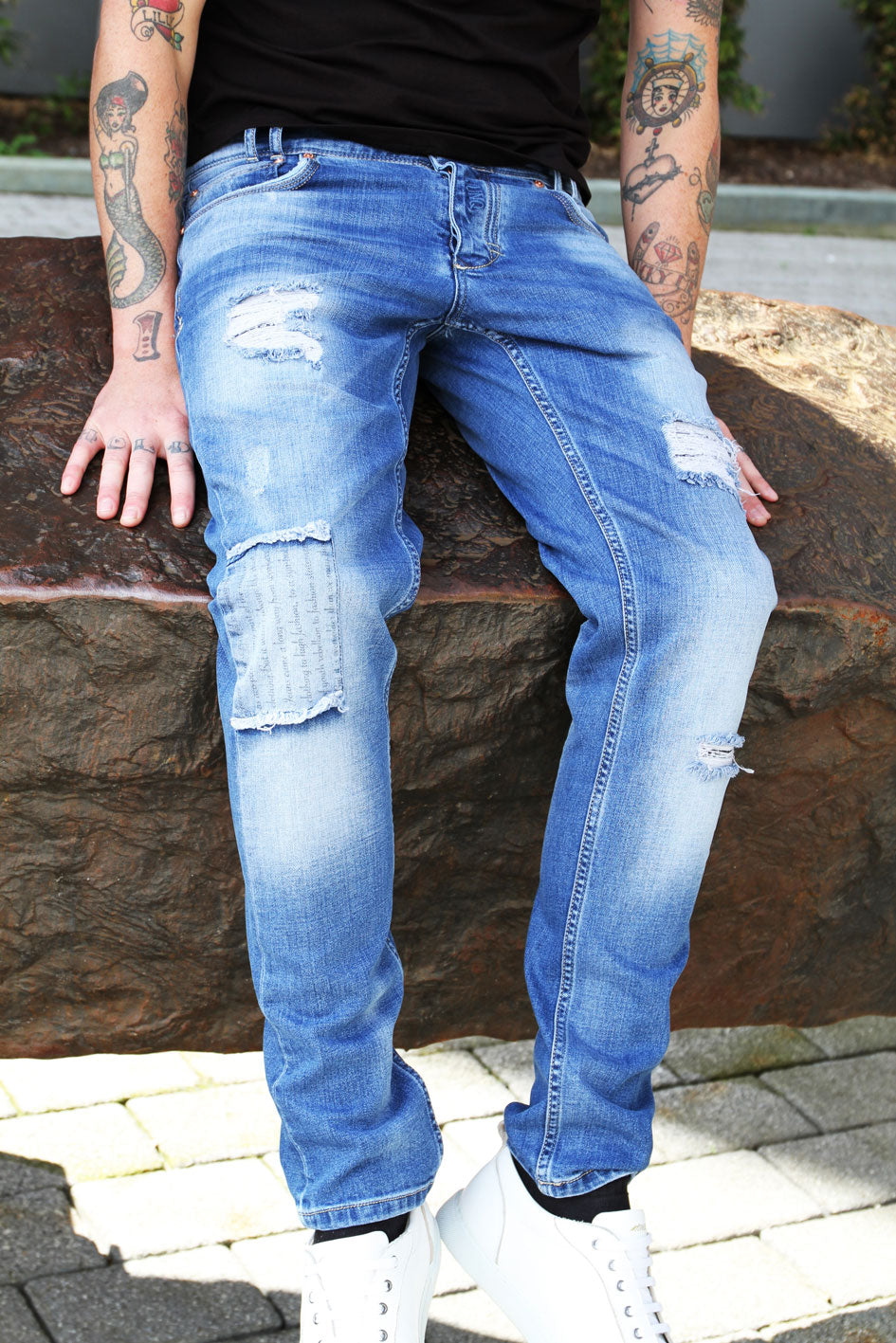 Style : Mekh 104 Blue Distressed Jean - Junq Couture