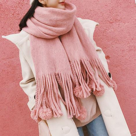 Soft Pom Pom Scarf For Fall Winter Outfits