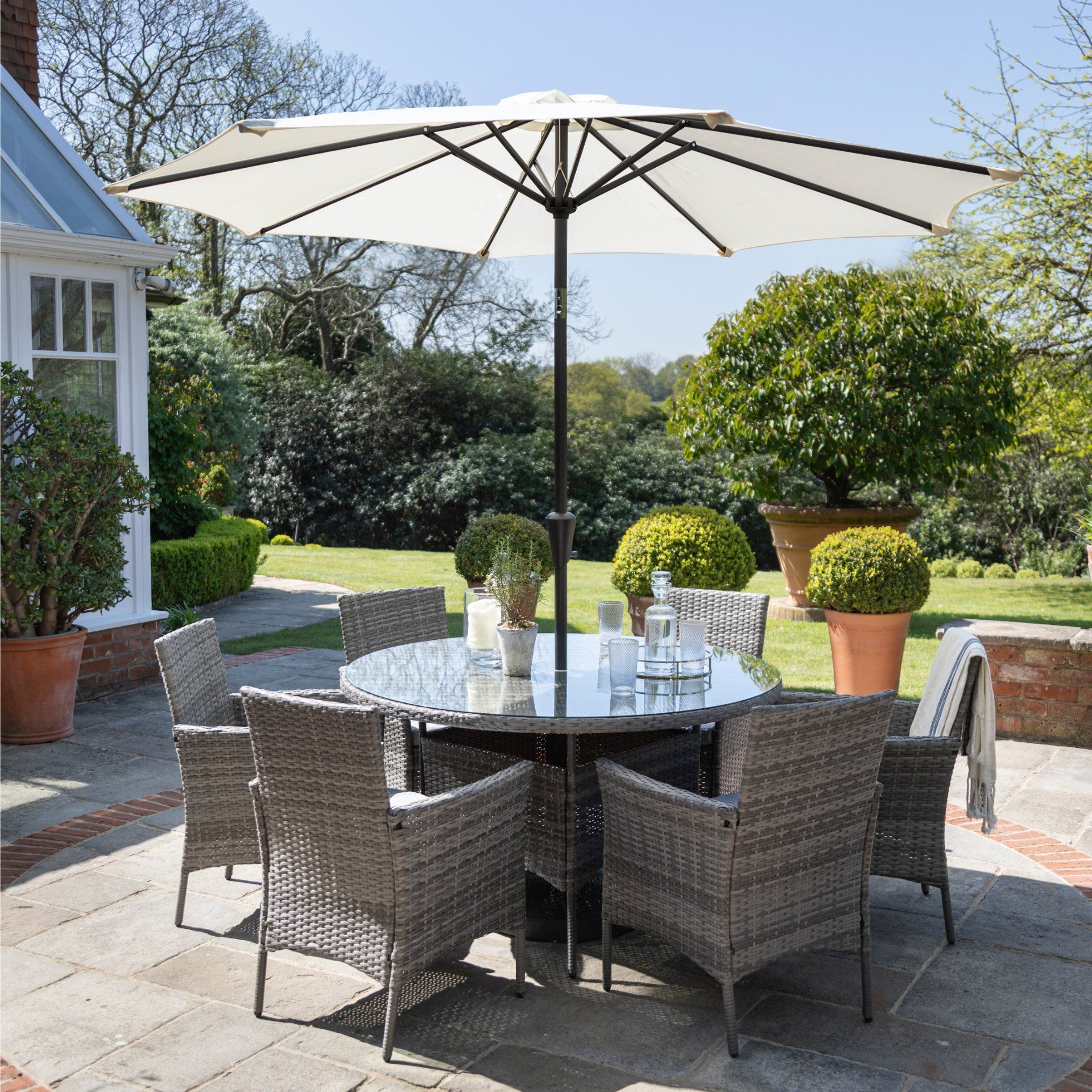 6 Seater Rattan Round Dining Set with Parasol - Rattan Garden Furniture - Grey - Laura James