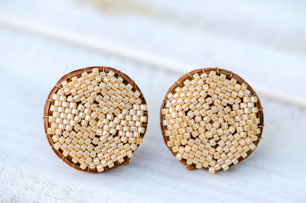 Crema stud earrings (large)