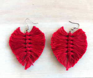 Rojo macramé earrings