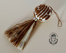 Concha chocolate tassel