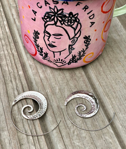 Caracol Amaranti hoop earrings