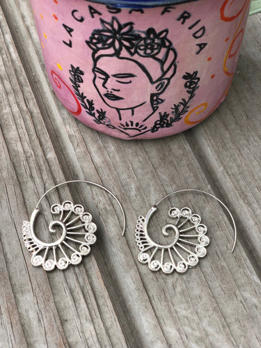Caracol Iktan hoop earrings