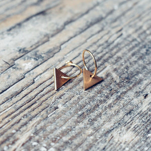 Frosted mini triangle earrings