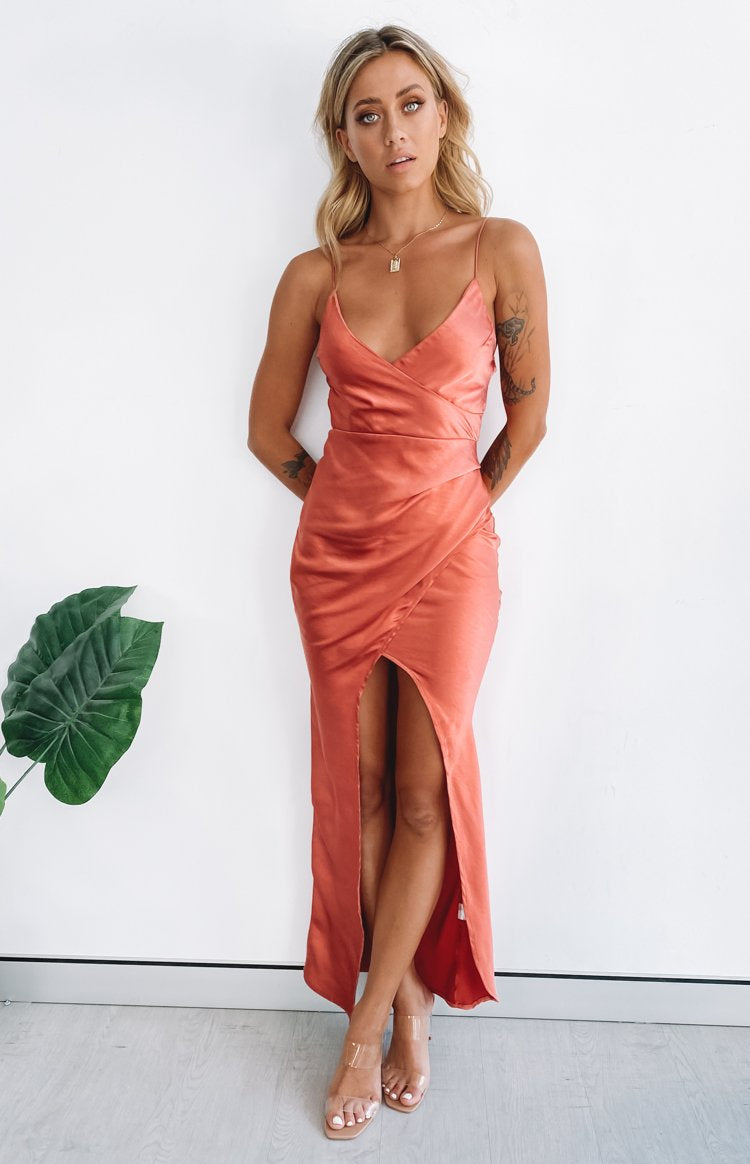https://files.beginningboutique.com.au/20200316-adelina+formal+dress+rust.mp4