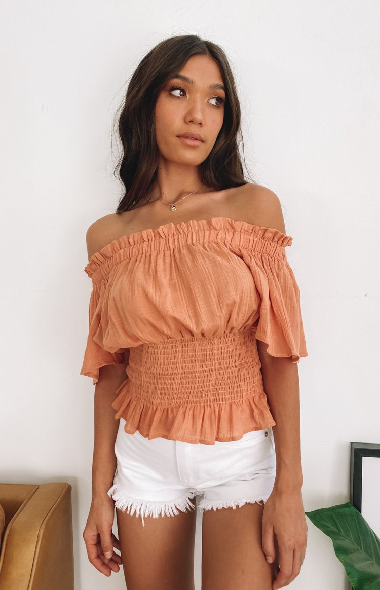 https://files.beginningboutique.com.au/20200429-Bailey+Shirred+top+rust.mp4