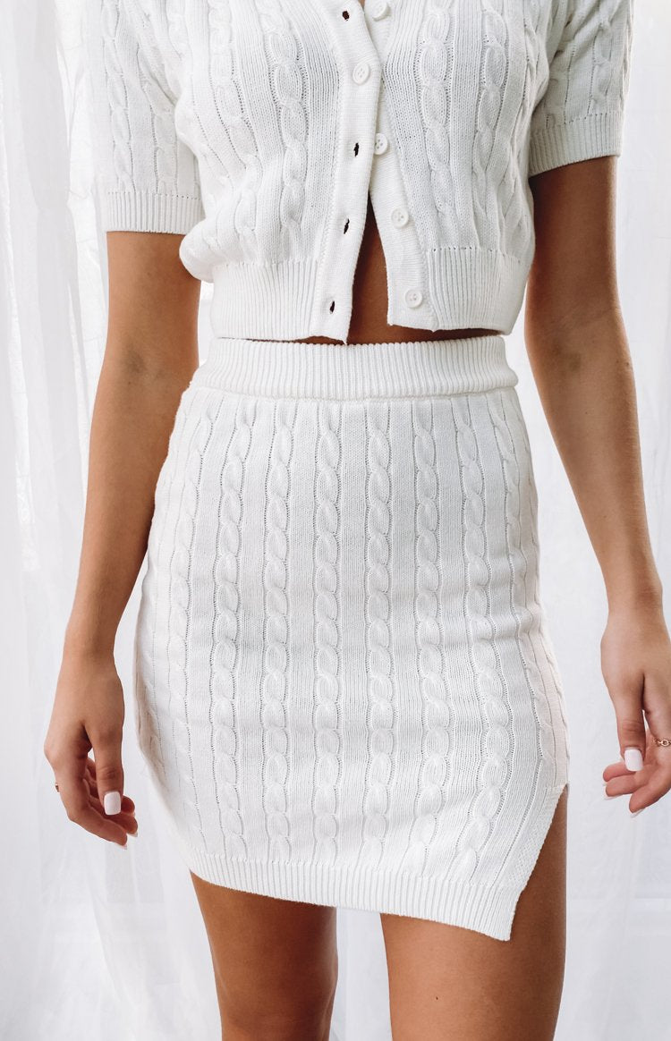 https://files.beginningboutique.com.au/20200601-Bold+Miss+Skirt+White+%26+top.mp4
