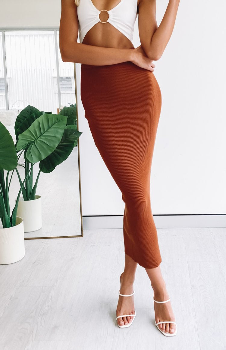 https://files.beginningboutique.com.au/20200320-brown+ribbed+skirt.mp4