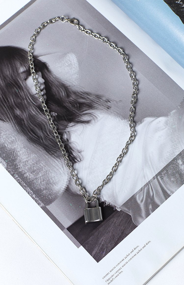 Eclat Locked Chain Necklace Silver