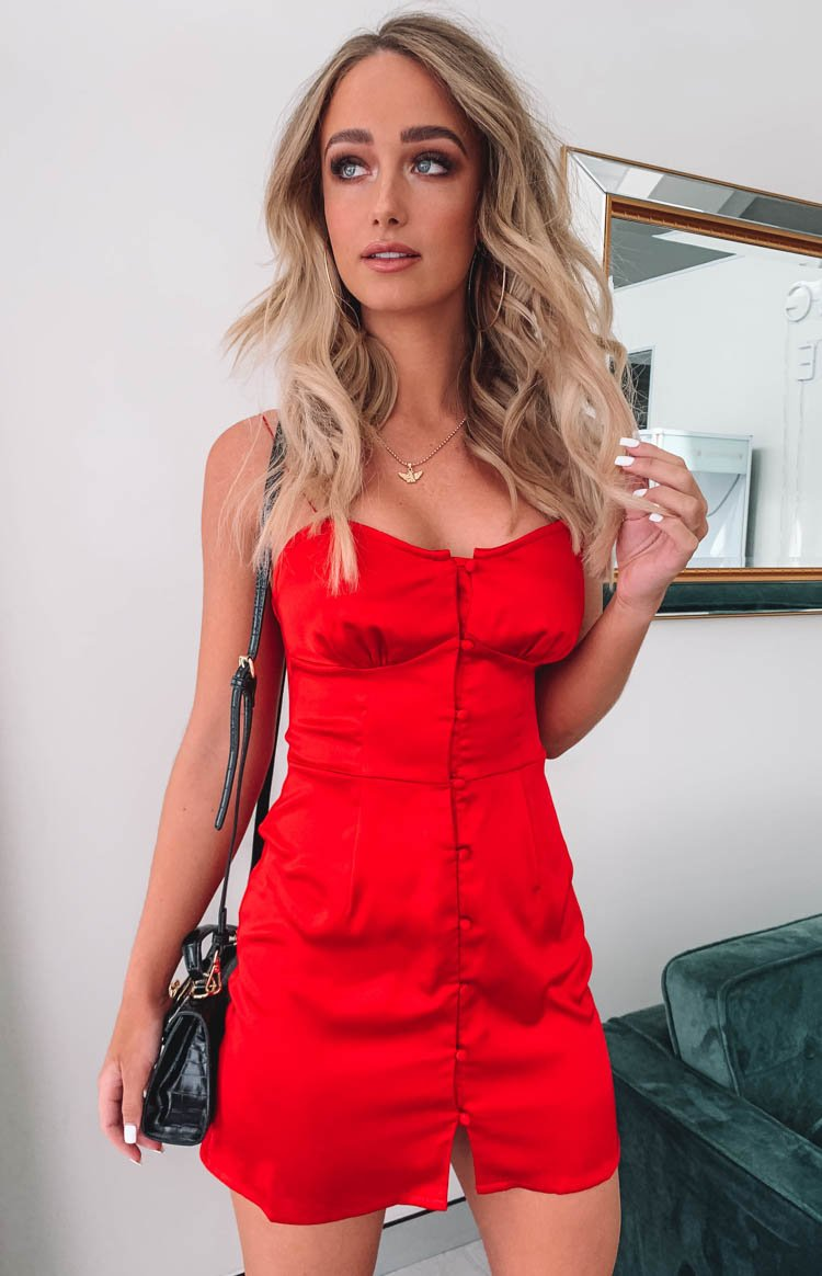 https://files.beginningboutique.com.au/Fawn+Mini+Dress+Red+Satin.mp4