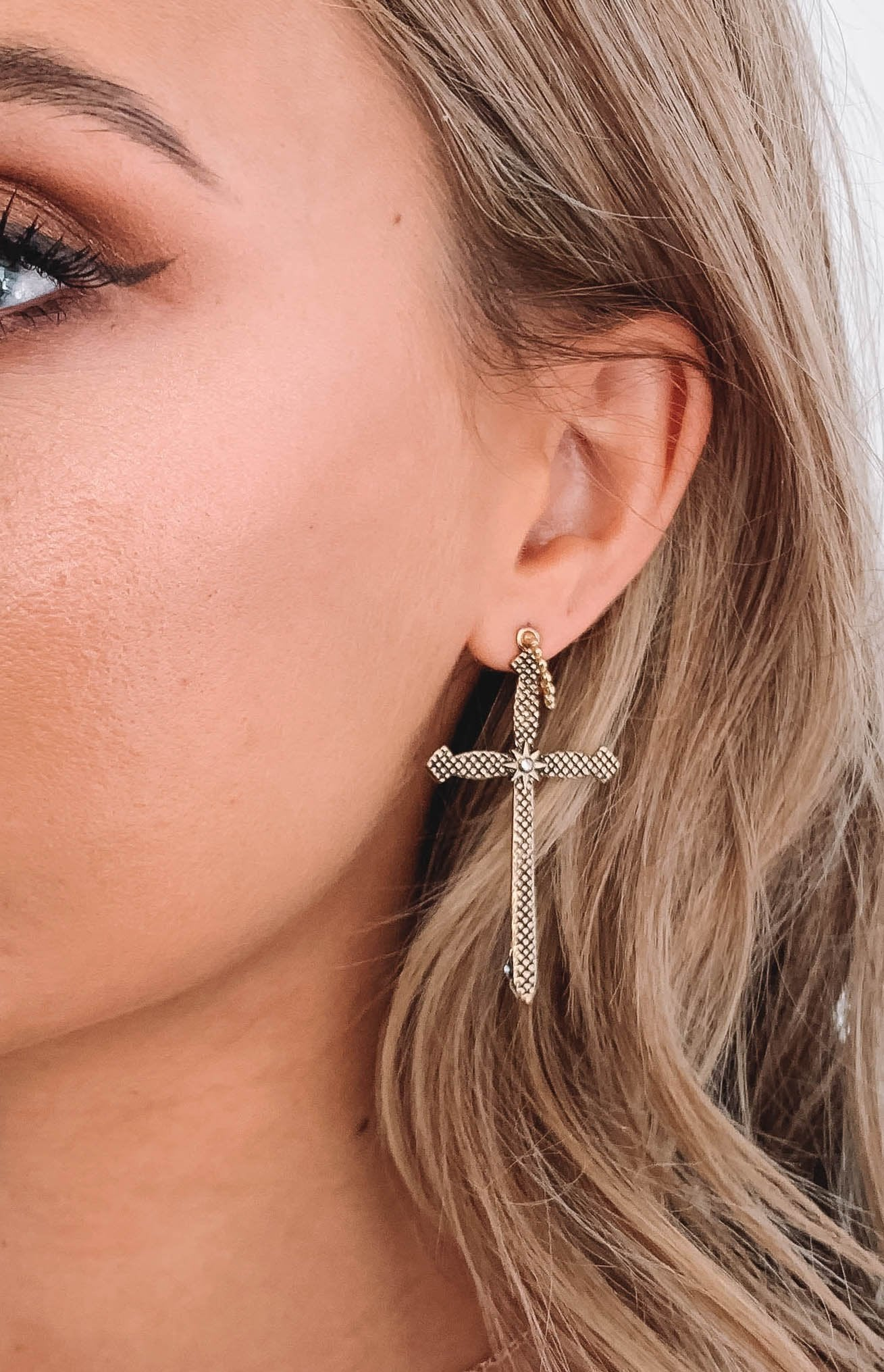 Eclat Apostle Cross Earrings Gold