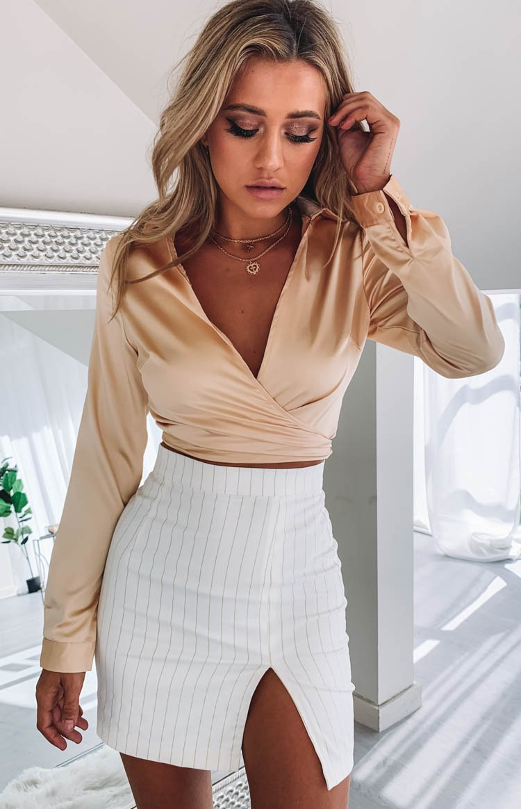 https://files.beginningboutique.com.au/Sundream+Mini+Split+Skirt+Cream+%26+Gold+Pinstripe.mp4