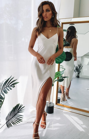 https://files.beginningboutique.com.au/I'm+Good+V+Neck+Midi+Dress+Champagne.mp4