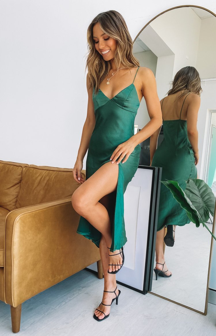 https://files.beginningboutique.com.au/20200210-I'm+Good+V+Neck+Midi+Dress+Emerald.mp4