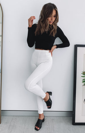 https://files.beginningboutique.com.au/Into+The+Wild+Pants+White.mp4