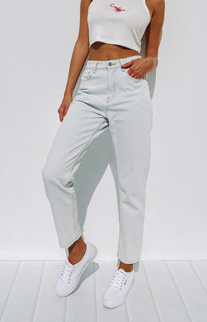 By Dyln Maci Mom Jeans Light Blue