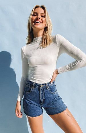 https://files.beginningboutique.com.au/20200601-Seems+Friendly+High+Neck+Top+white.mp4
