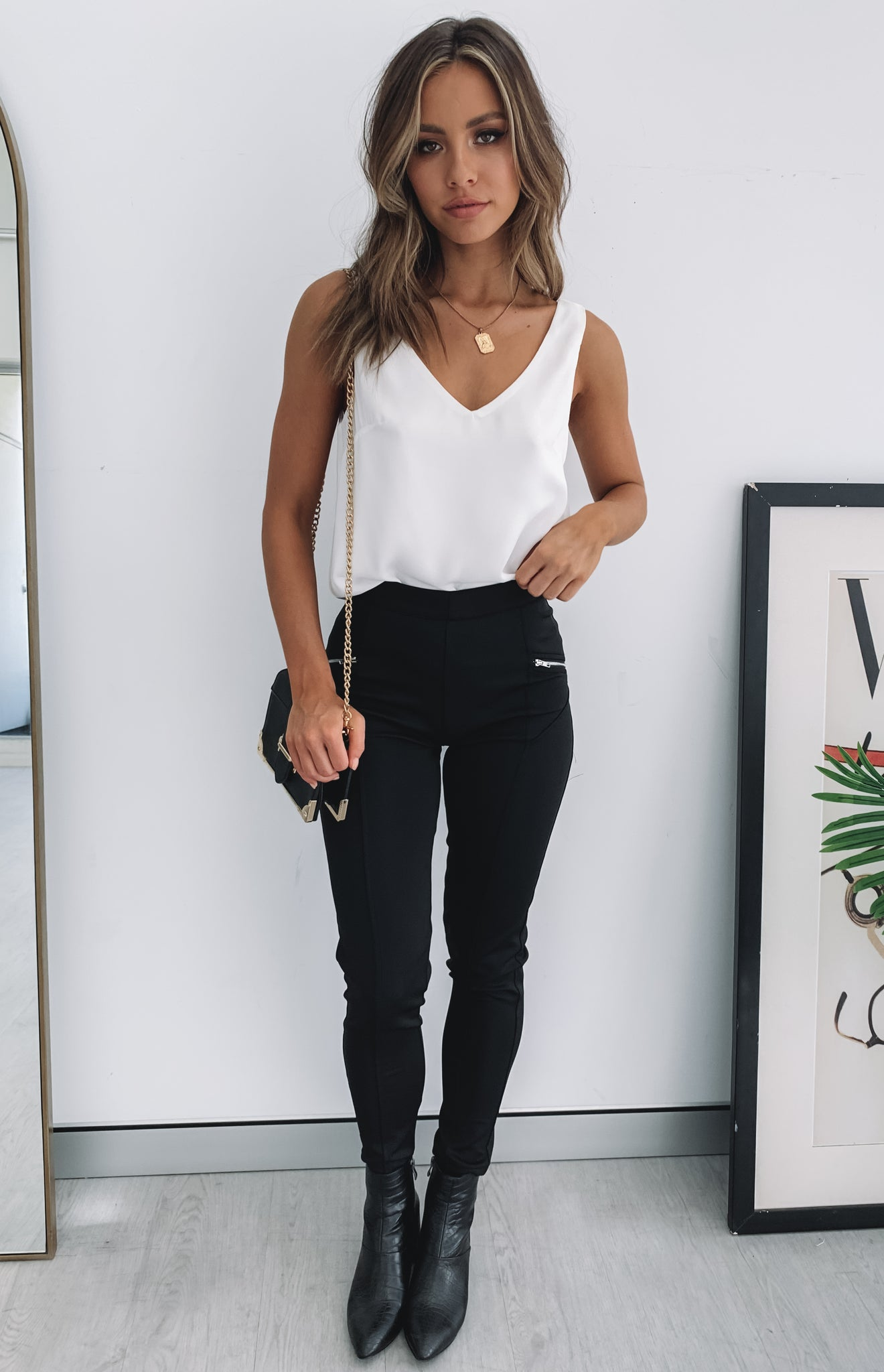 https://files.beginningboutique.com.au/The+Hunt+Party+Pants+Black.mp4