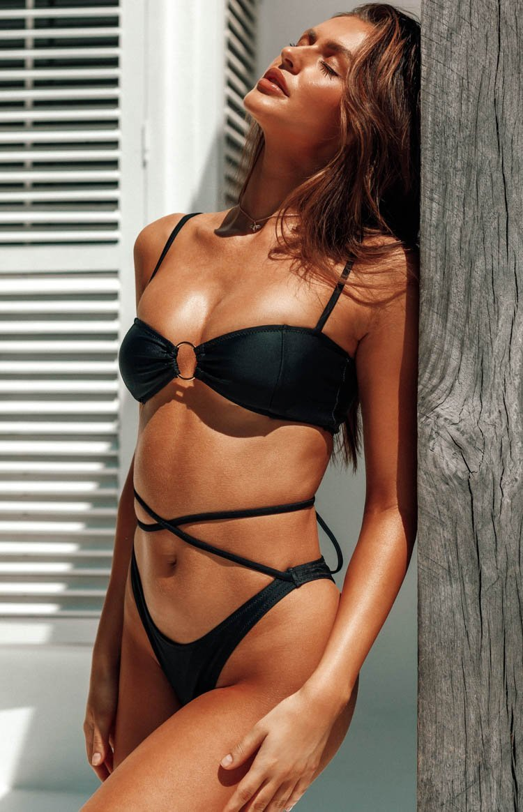 https://files.beginningboutique.com.au/WILDCAT+BIKINI+TOP.mp4