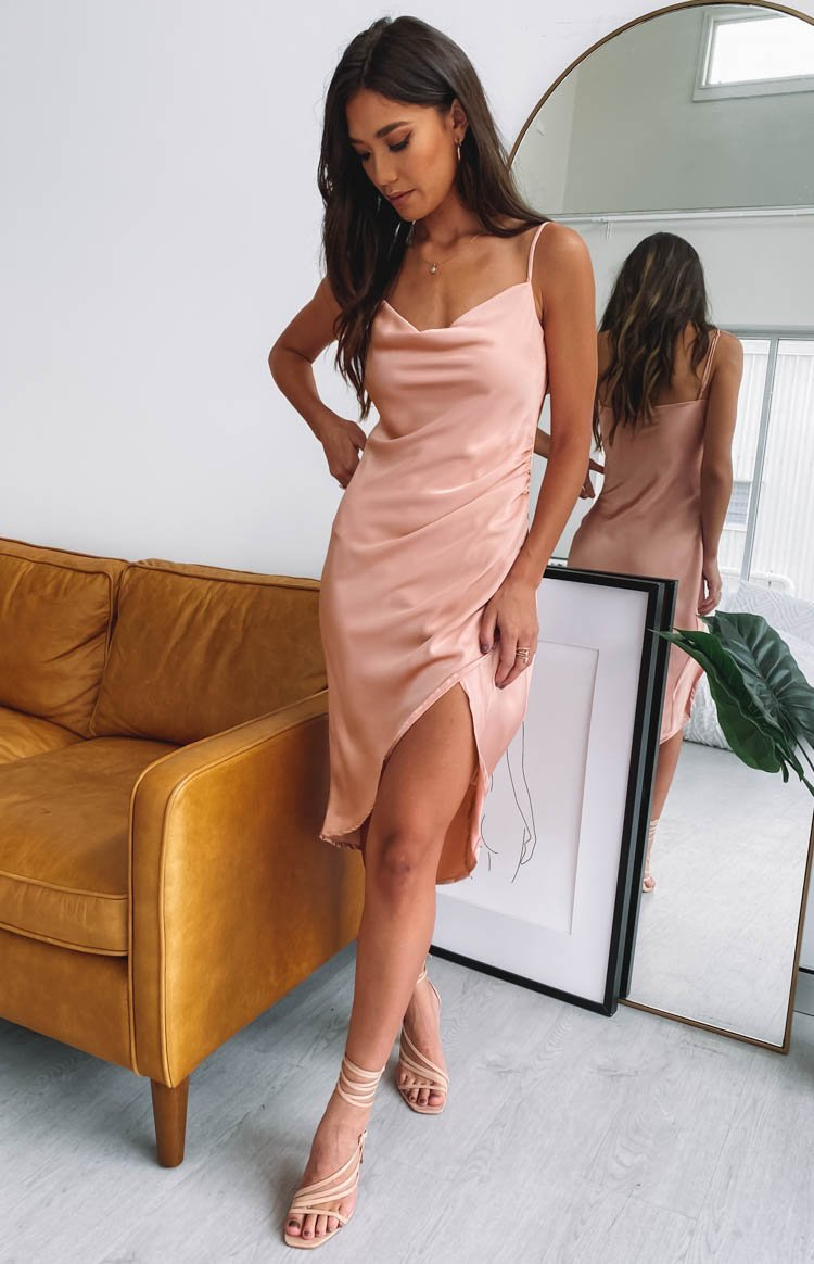 https://files.beginningboutique.com.au/20200217-ZARIAH+SLIP+MIDI+DRESS+PEACH+.mp4
