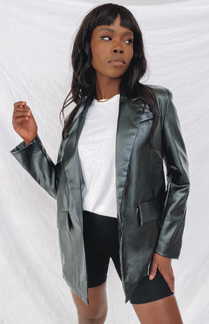 https://files.beginningboutique.com.au/20200529-90s+Kid+Faux+Leather+Jacket+Black.mp4