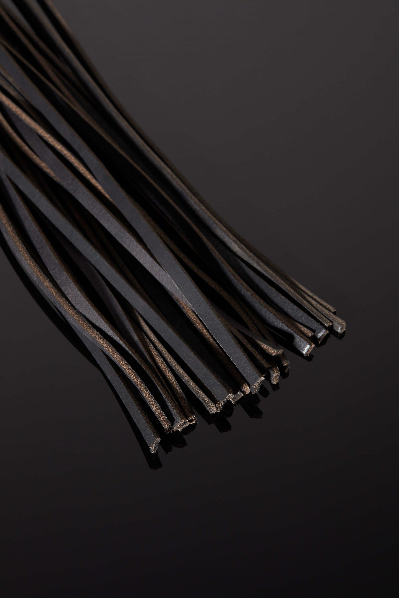 House of SXN Luxury Leather Bondage BDSM SYN Leather Flogger Close 2