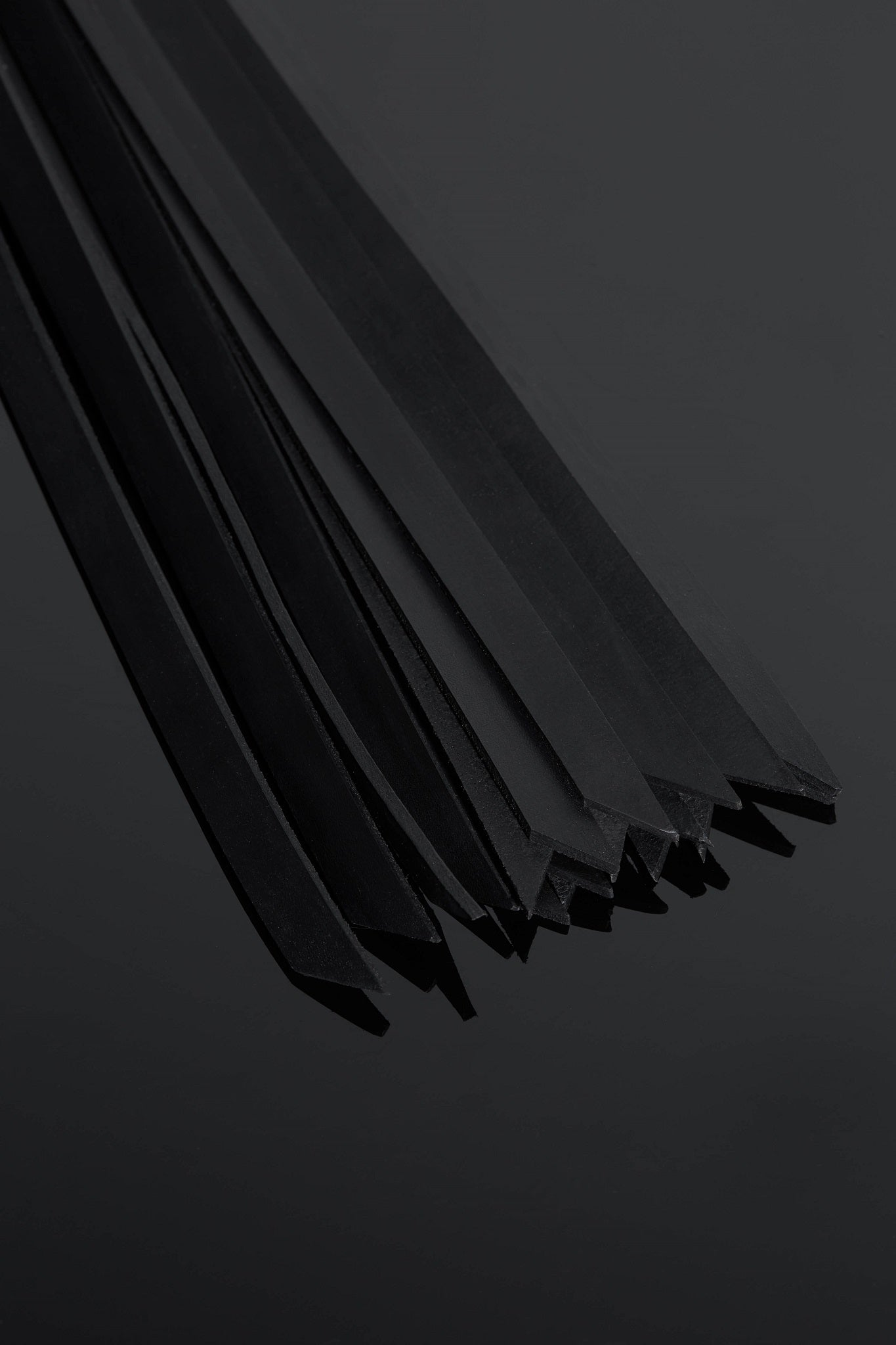 House of SXN Suprema Leather Flogger