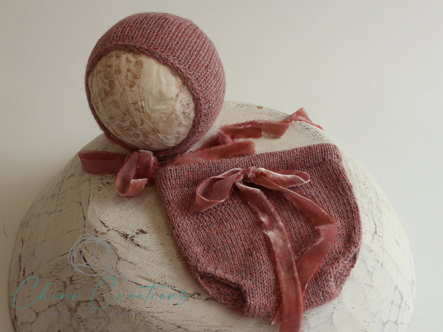 'Fremantle' Rustic Knit Alpaca Bloomers & Classic Bonnet Set - Antique Rose - Newborn