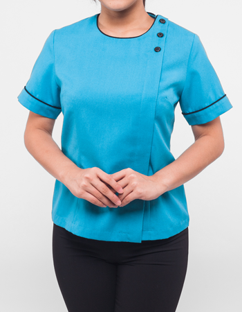 Round neck blouse with overlap buttoning