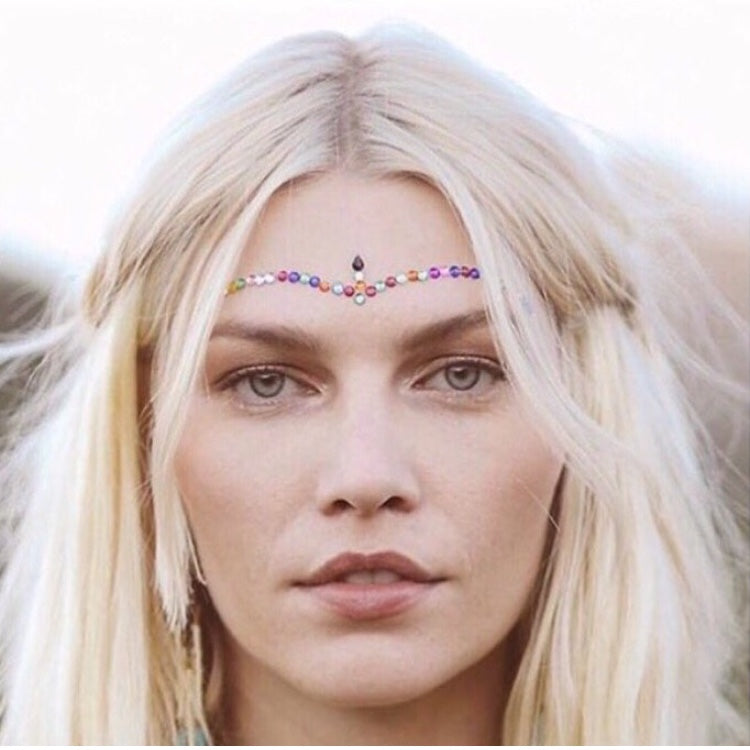 BOHO BABE using face jewels to create the perfect festival makeup, add some bling and some sparkle to your face for a unique festival look. FESTIVAL MAKEUP FASHION ABD STYLE.
