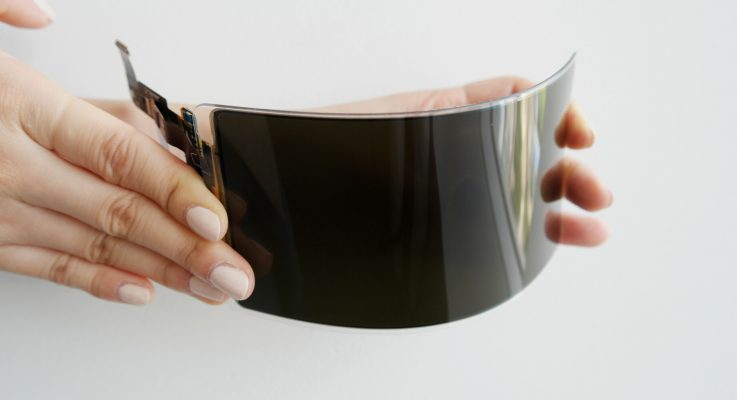 Samsung unveils first 'unbreakable flexible panel' display