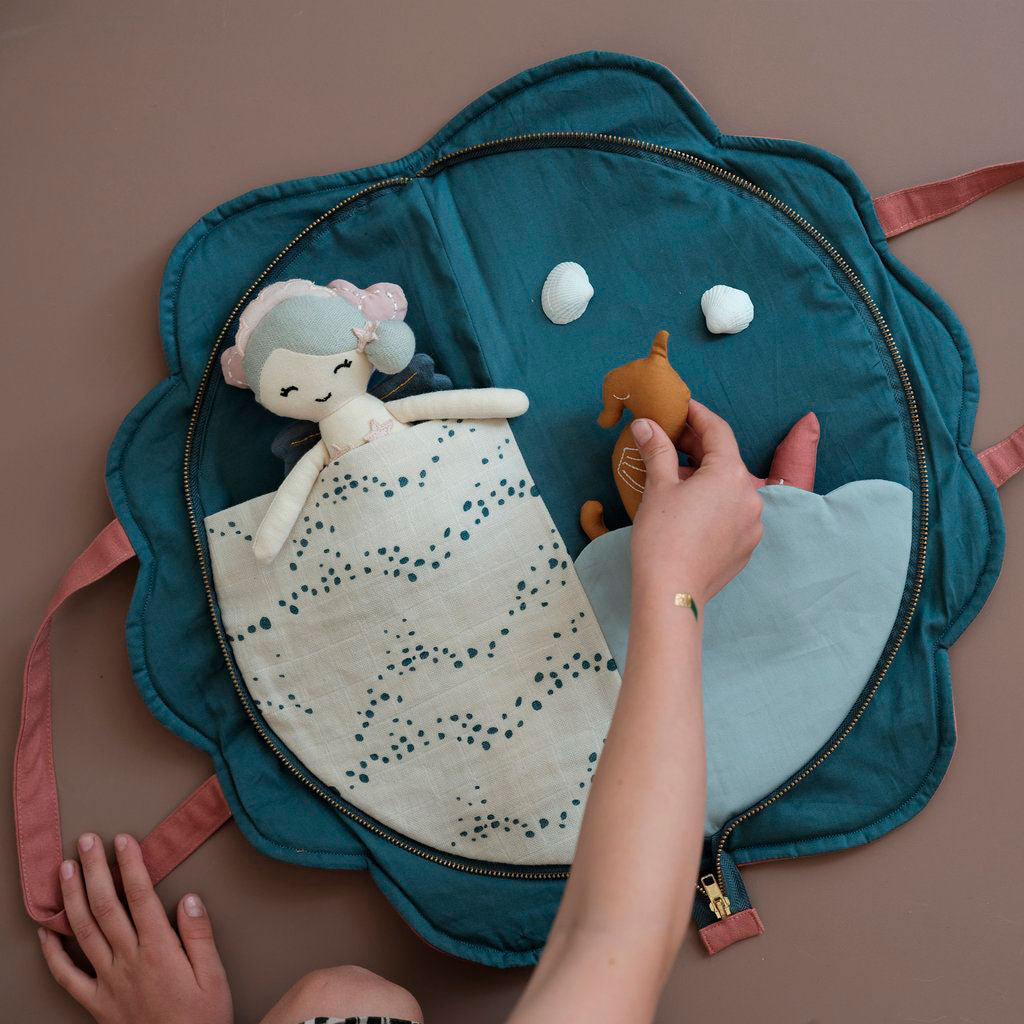 Play Purse Shell Fabelab activity mat