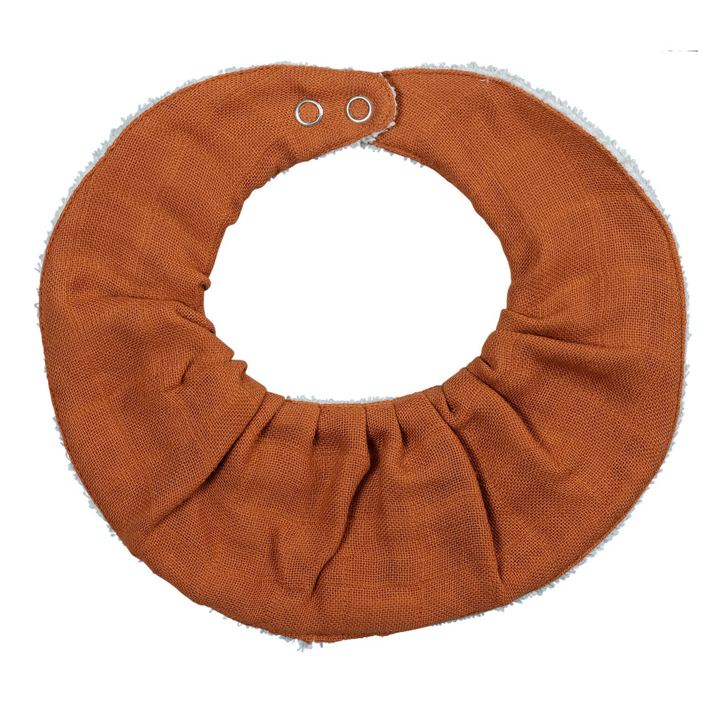 Organic Ruffle bib single Cinnamon Fabelab