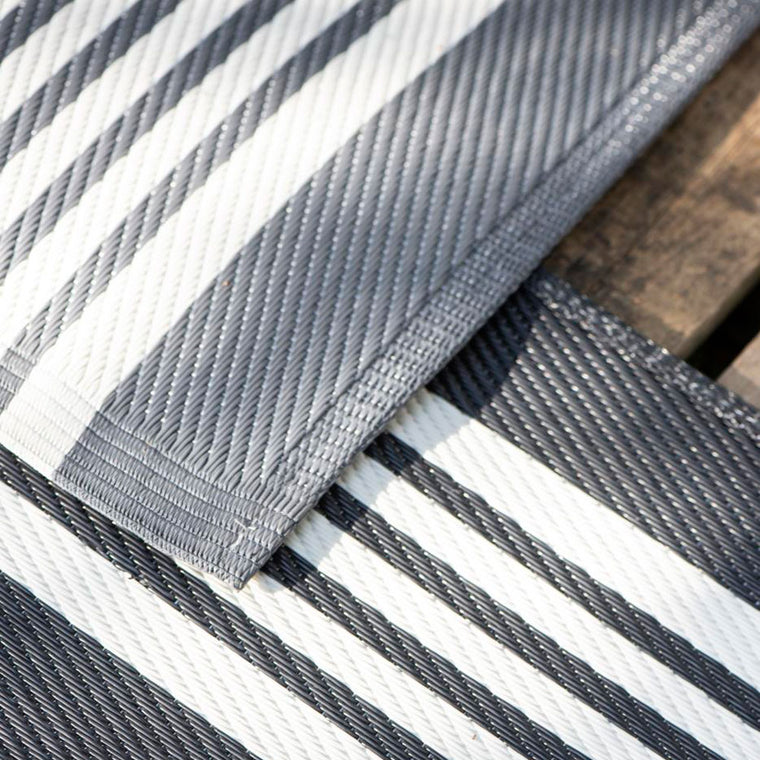 Black & White Rug Striped Recycled Plastic by Ib Laursen 180×120 cm/ Outdoor Area Rug