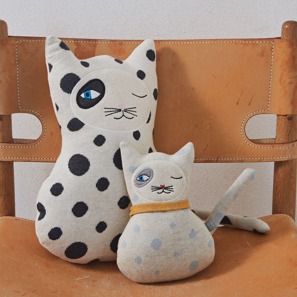 Cat Zoro Cushion Oyoy living with smaller knitted cat also spotted in pale blue and white