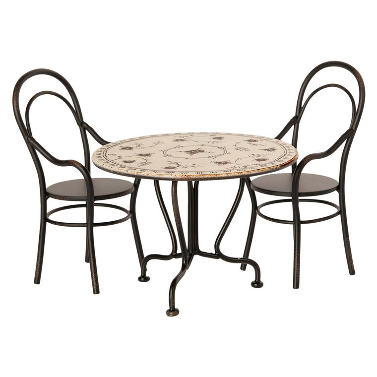 Dining table set w. 2 chairs