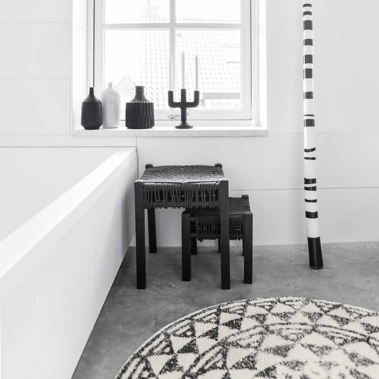 black and white bathroom with aztec round bathmat