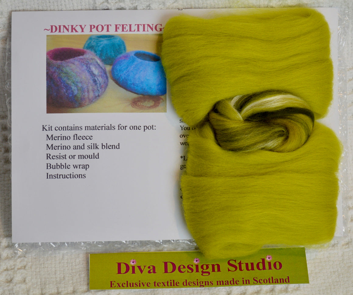Dinky Pot felting kit by Diva Design. Forest green. (39PO)