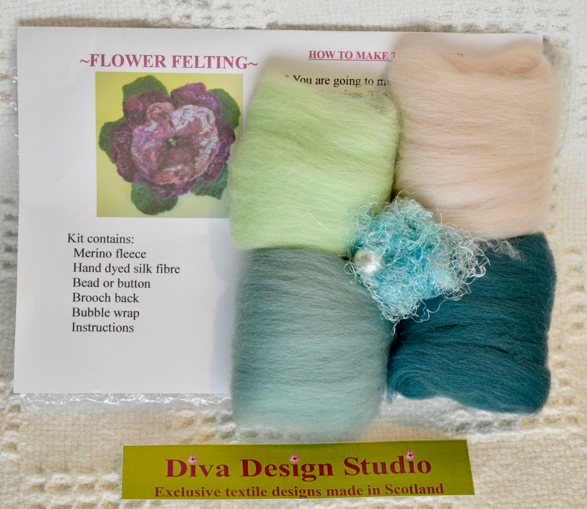 Flower felting kit by Diva Design. Teal blues. 1 kg (39FA)