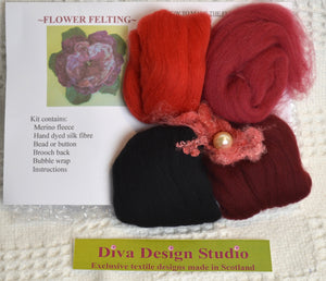 Flower felting kit by Diva Design. Red/black. 1 kg (39FR)