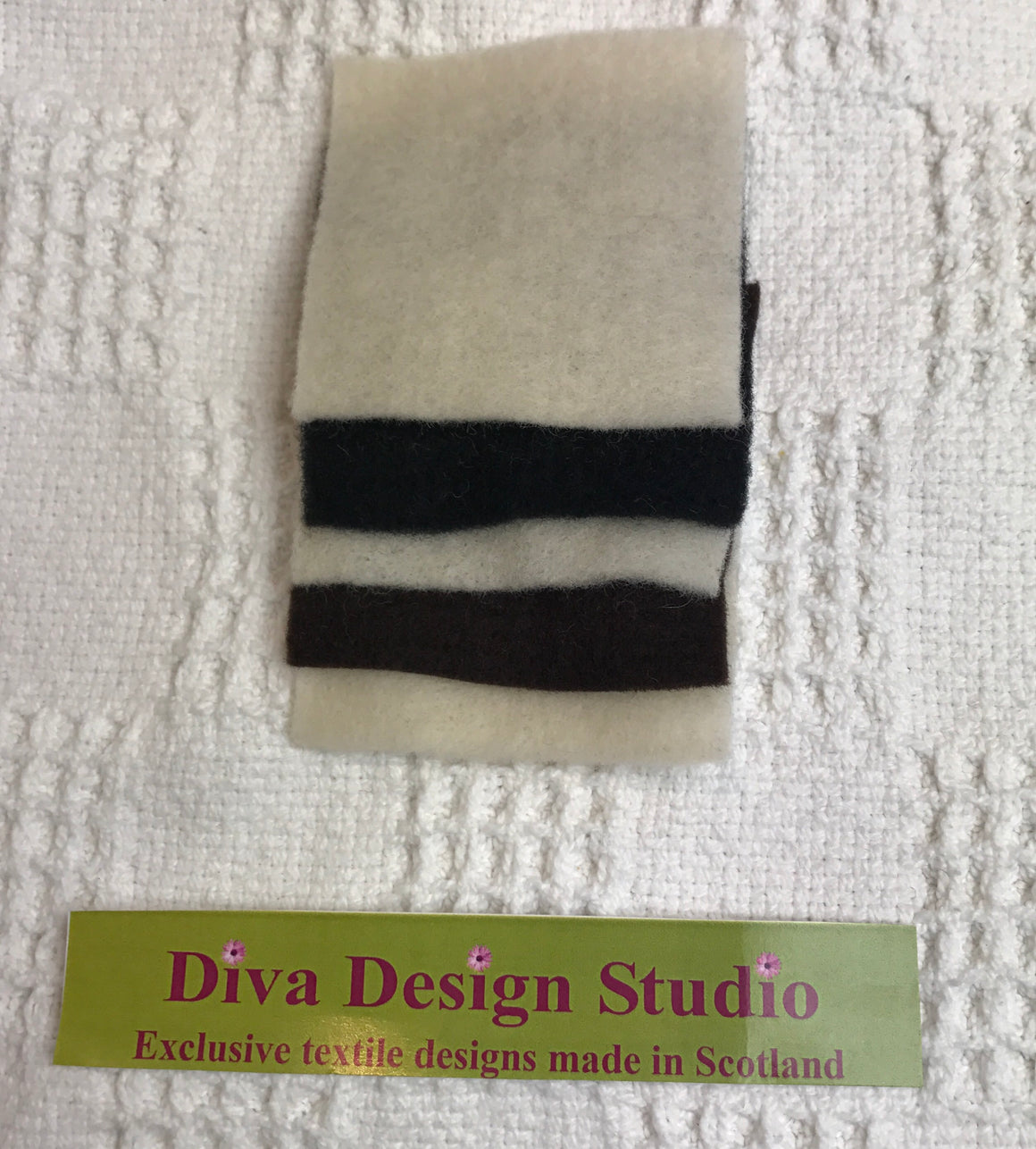 "Pre felt pack. ""White/brown/black"". Square. 5g.(Diva Design) (39PF9)"