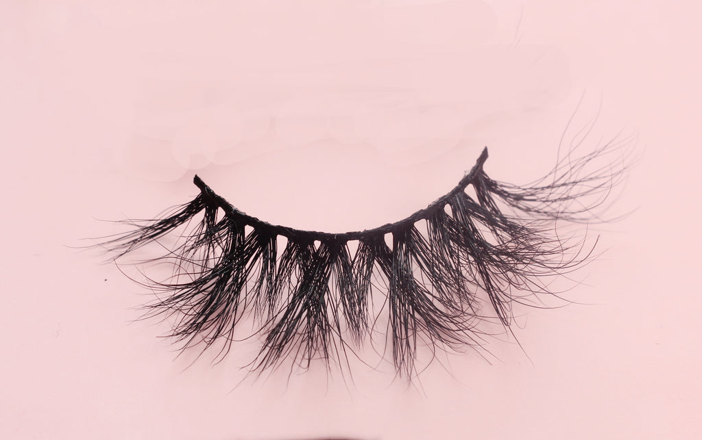 LOLA BONITA FALSE LASHES