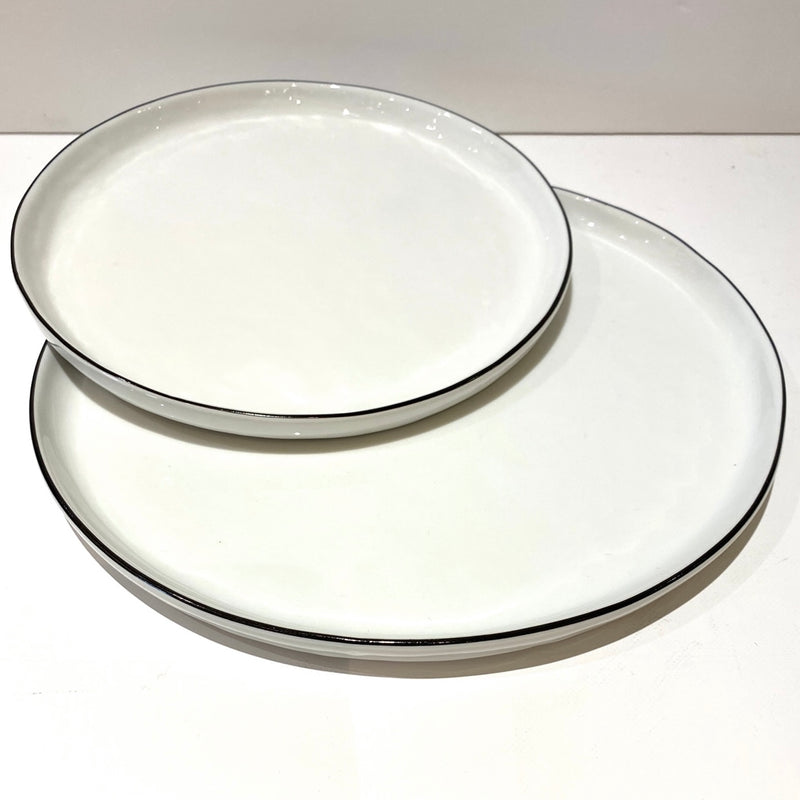 White & Black Plates - Bagel&Griff