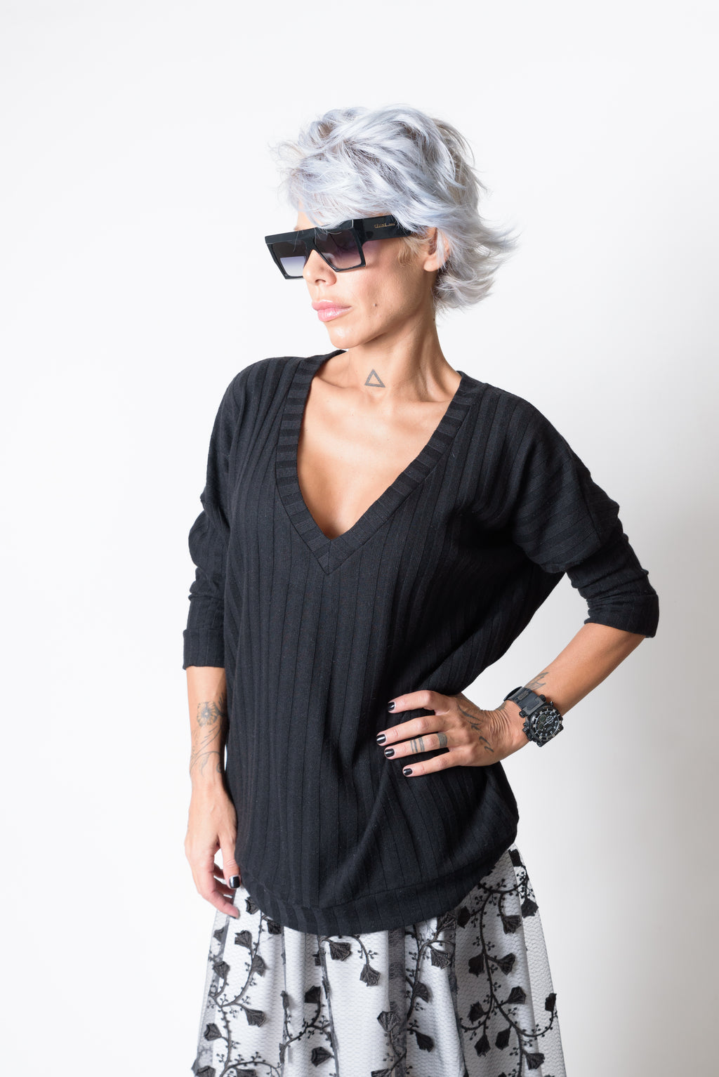 Black Extravagant Long Sleeves and V Neck Knit Blouse