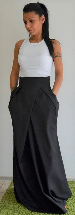 Black Long Skirt With High Waist and Side Pockets - Clothes By Locker Room