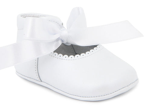 Baby Girls soft ribbon white shoes