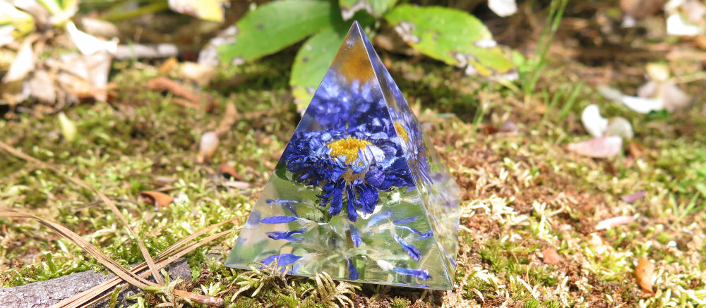 resin pyramid flower
