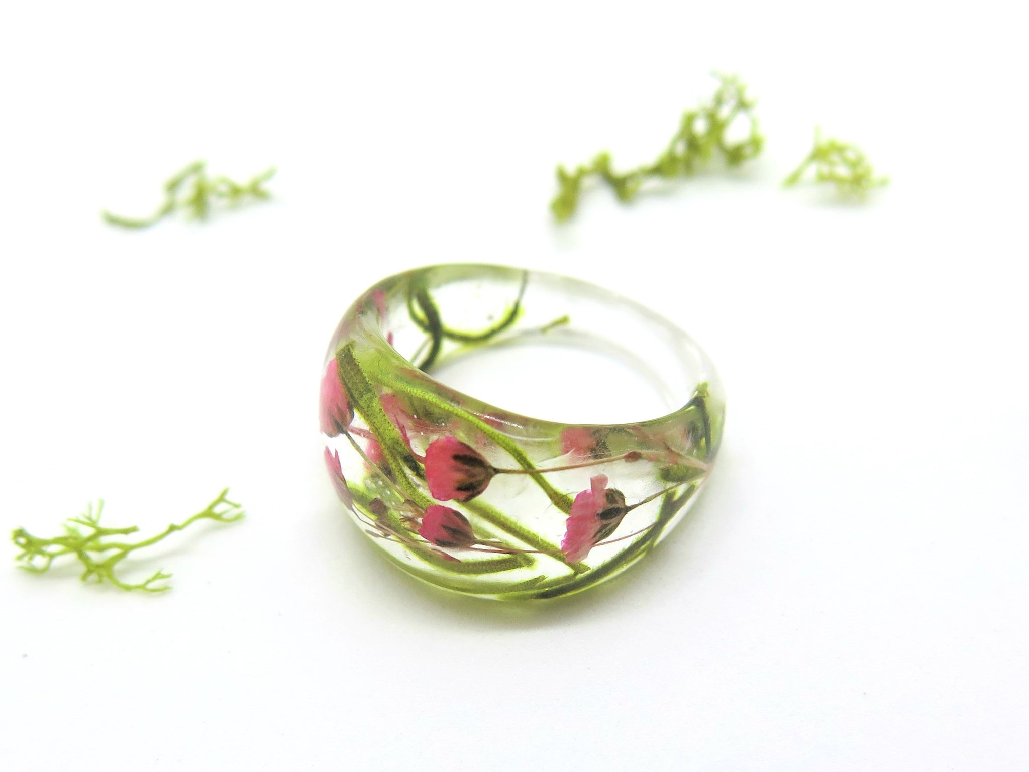 Ring made of Brass with real flowers and resin baby/'s breath, wild carrot and leaves.
